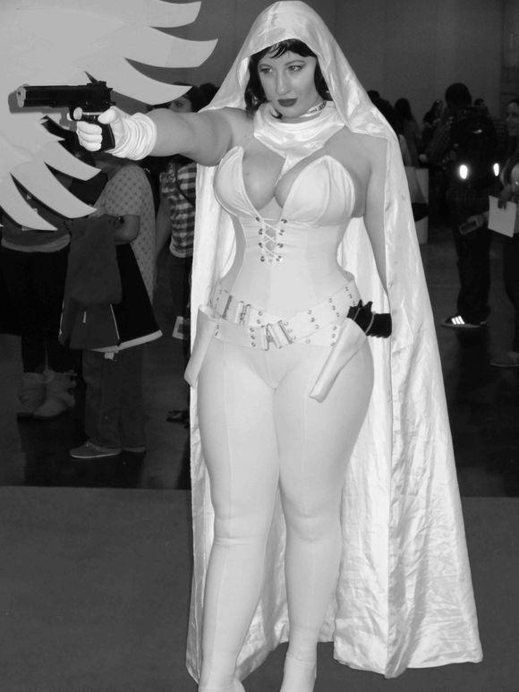 Comic Con busty 2