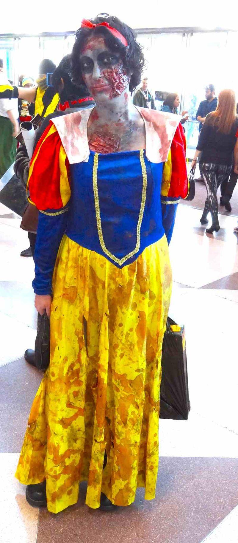 Comic Con zombie Snow White