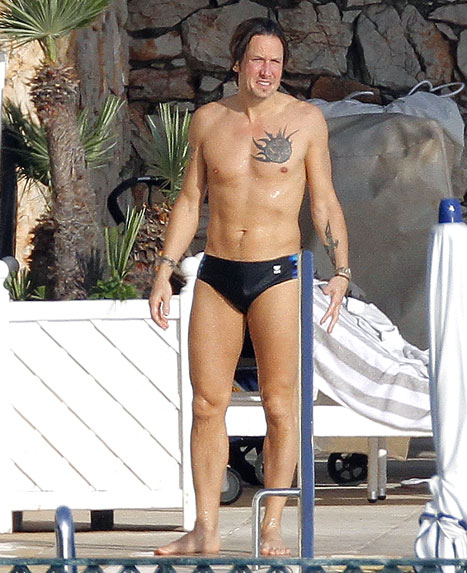 Keith-Urban-shirtless-Speedo