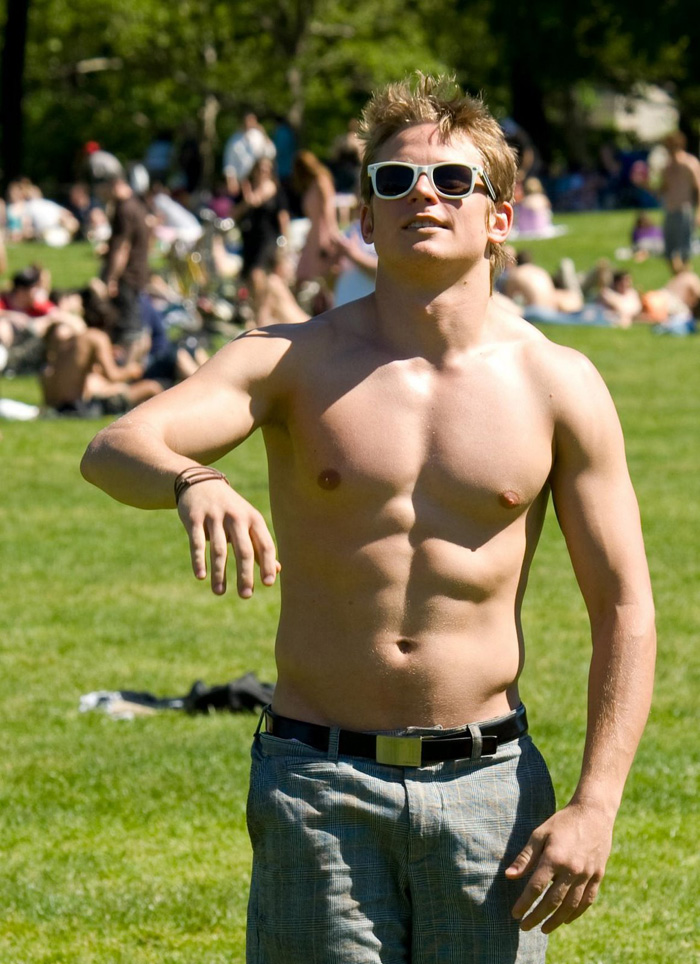 Billy-Magnussen-shirtless 3