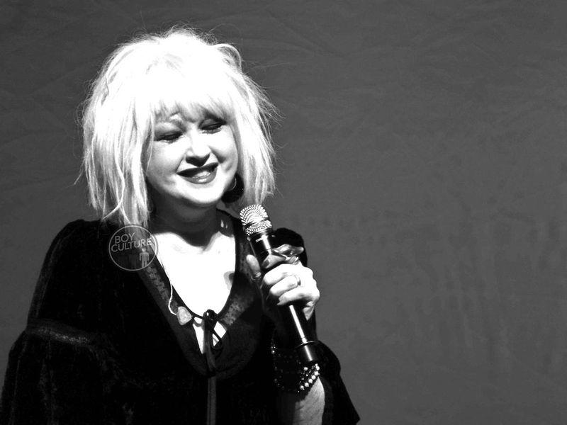 Cyndi-Lauper-black-and-white