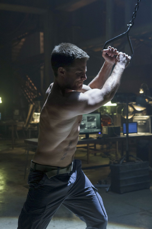 Stephen-amell-shirtless-arrow