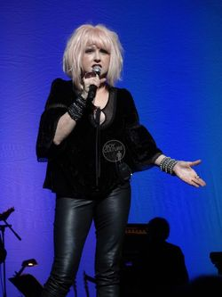 Cyndi-Lauper-Home-for-the-Holidays-3