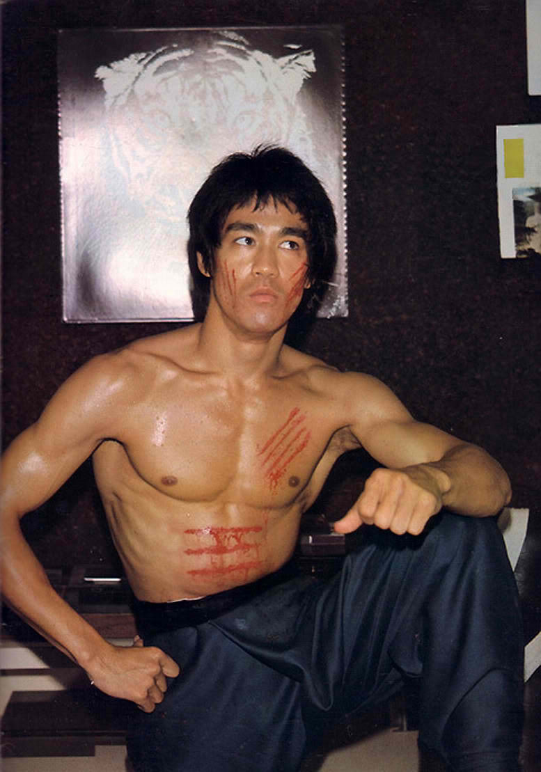 43-Bruce-Lee-shirtless