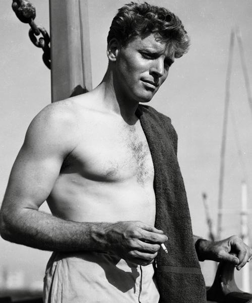 Sexy-Burt-Lancaster-shirtless