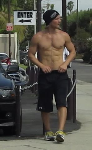 Shirtless hottie superhot