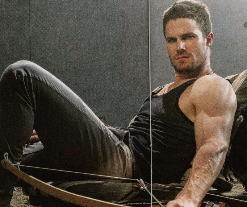 Stephen-Amell-Green-Lantern-biceps