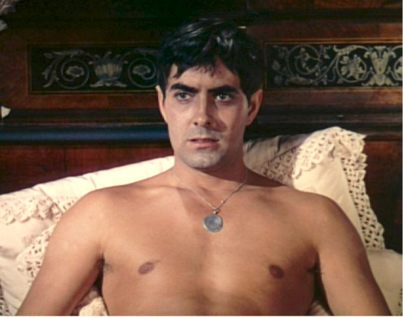 32-Tyrone-Power-shirtless