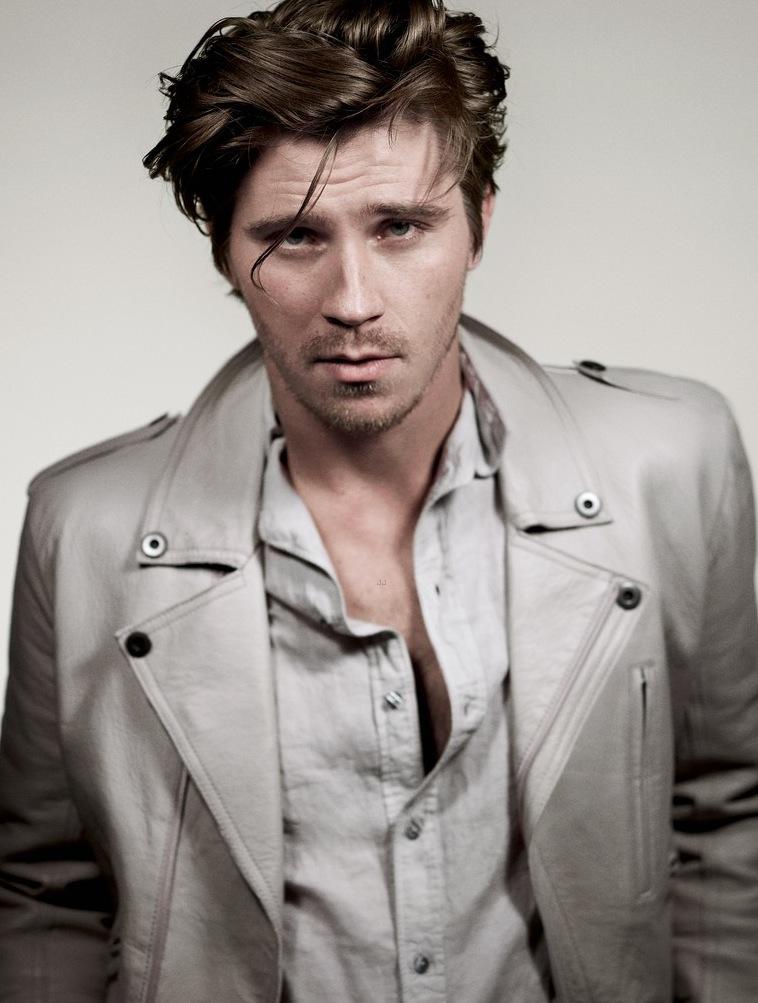 Details-hot-sexy-Garrett-Hedlund