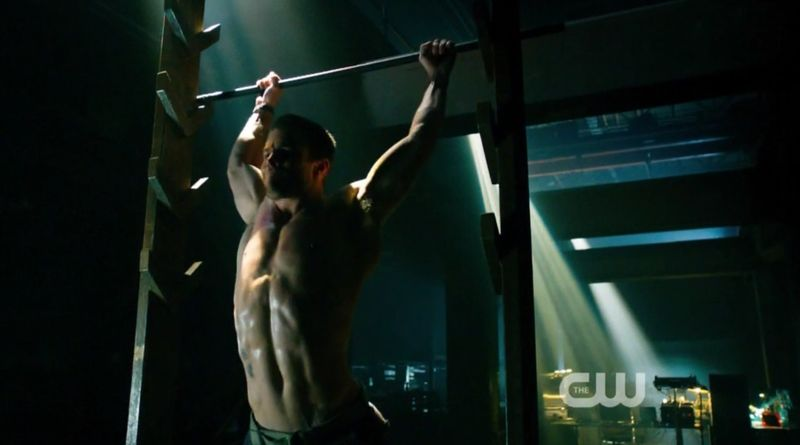 Stephen-amell-shirtless-arrow-1011201212