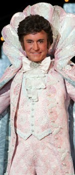 Ht_michael_douglas_as_liberace_kb_130524_wmain