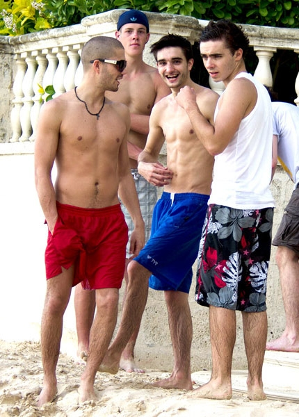 The-Wanted-shirtless