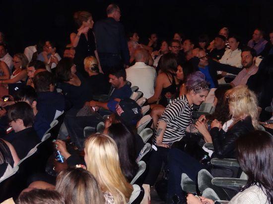 Kelly-Osbourne-crowd