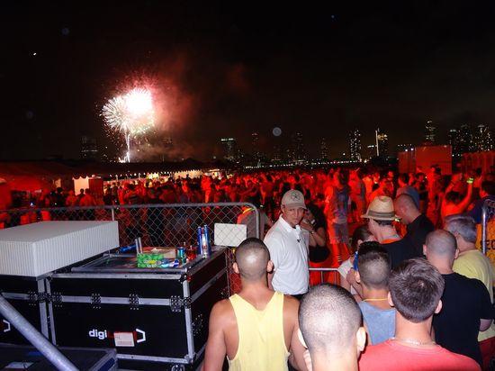 Fireworks-pier-dance