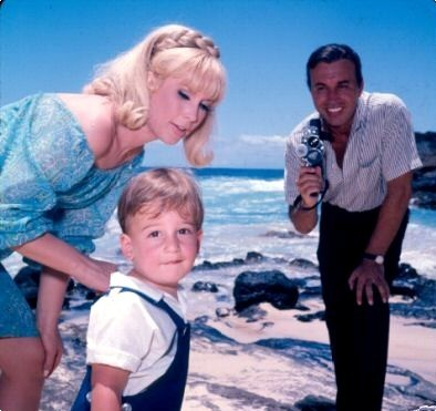 Barbara-with-husband-Michael-Ansara-and-son-Matthew-i-dream-of-jeannie-6448026-394-371