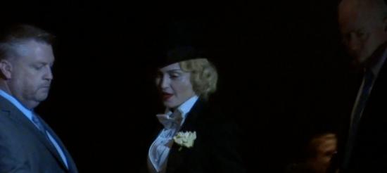Madonna-enters