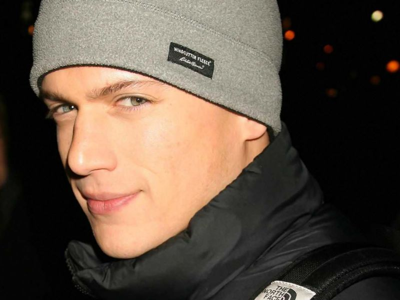 Wentworth-miller-phone-1