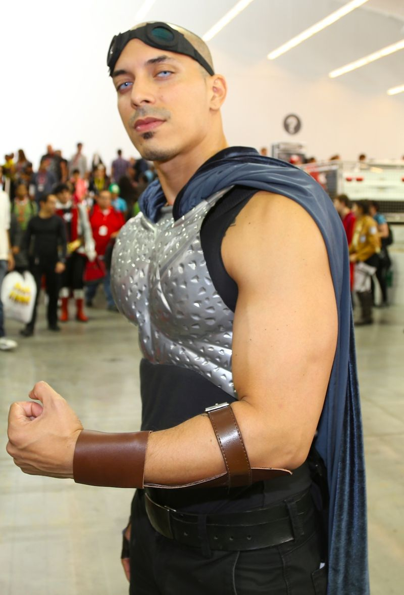 Comic con biceps