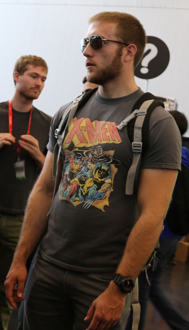 Hot muscles comic con
