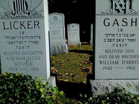 Lori-Devito-via-BoyCultureDOT-Com-Licker-Gash-lesbian-tombstone