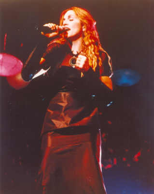Ray_of_light_promo_madonna_the roxy-03