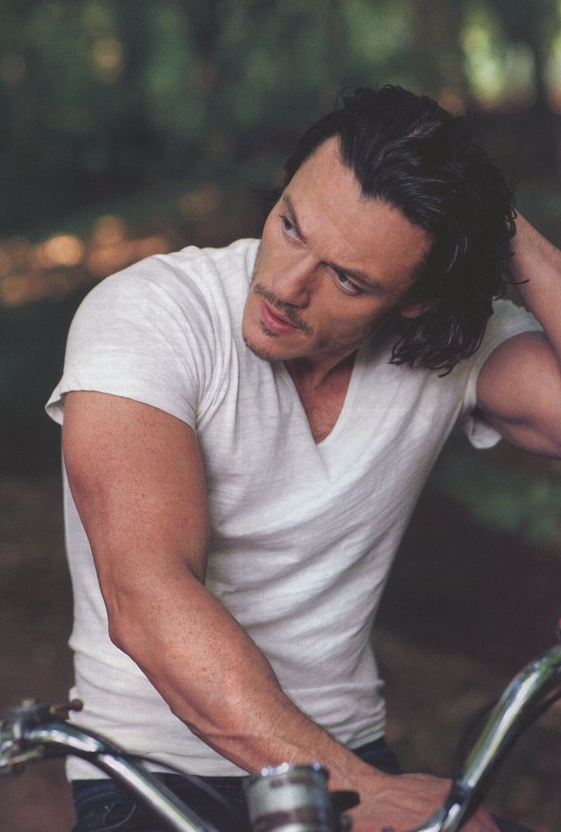 Luke-Evans-Mens-Health-2