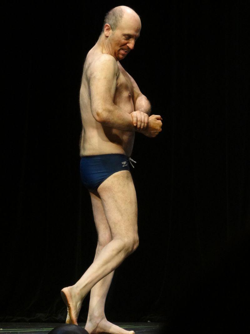 Weird muscle guy DSC01940