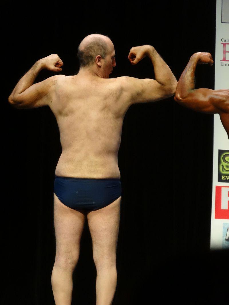Weird muscle guy DSC01944