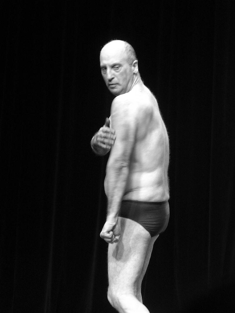 Weird muscle guy DSC01946