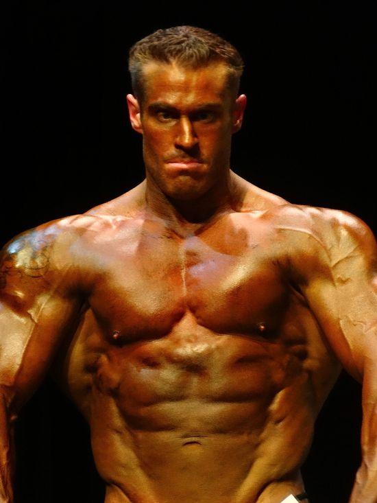 Massive tan bodybuilder DSC02115
