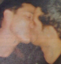 Gay-Jonathan-Knight-kissing-guy-LGBT
