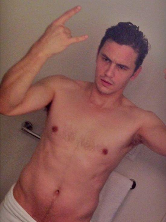 James-Franco-shirtless-selfie