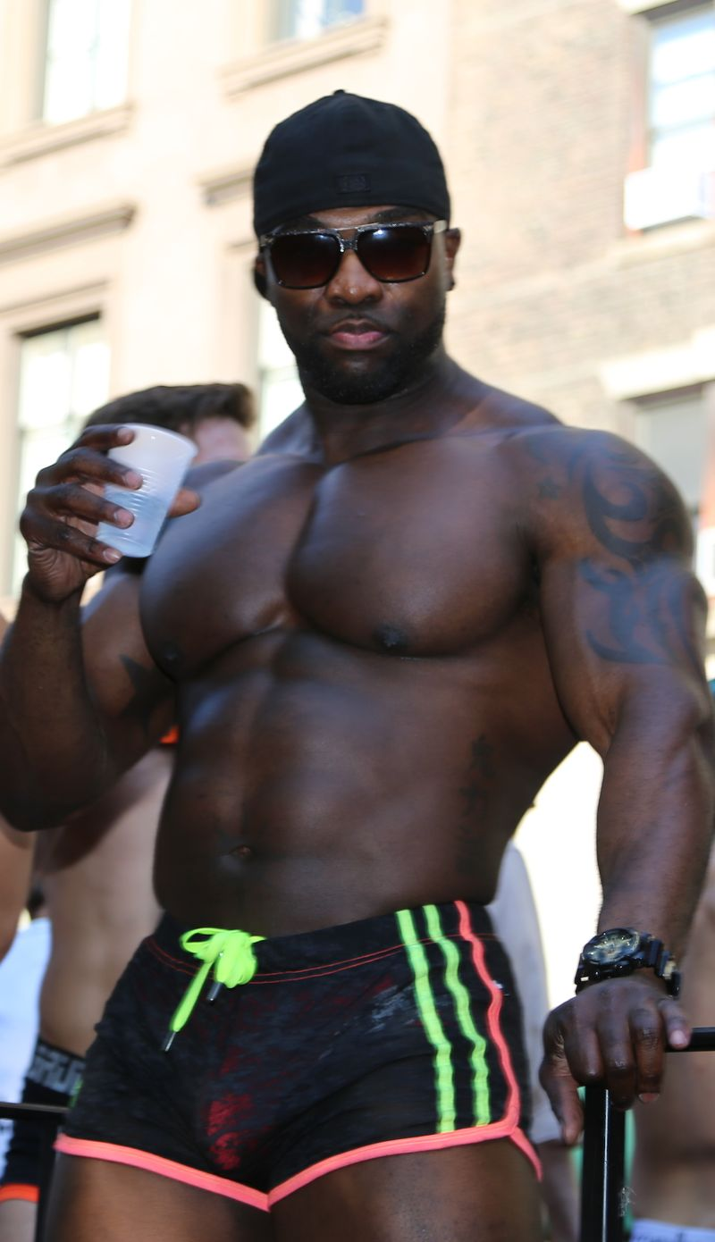 Black-man-muscle-hot