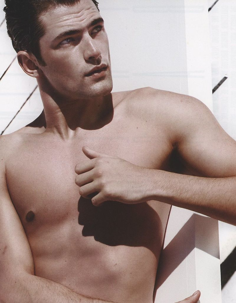 V-shirtless-Sean-Opry