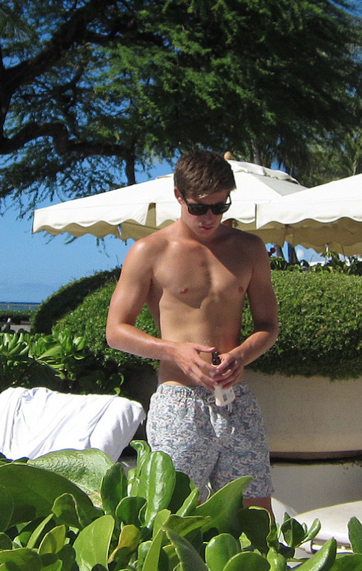 Shirtless-19