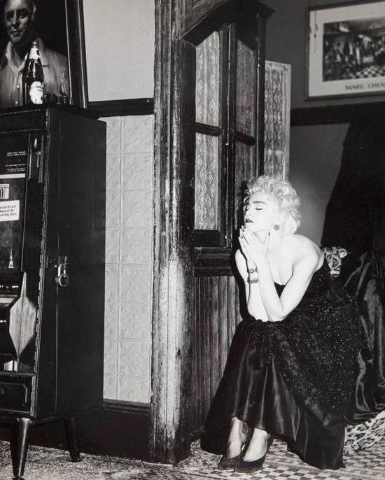 Madonna-pray