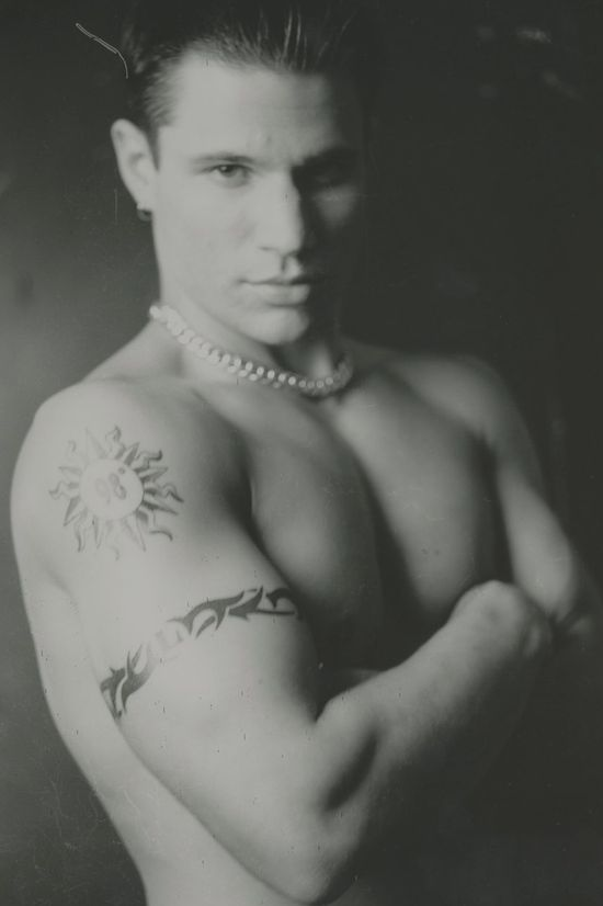 Nick-Lachey-shirtless-muscles