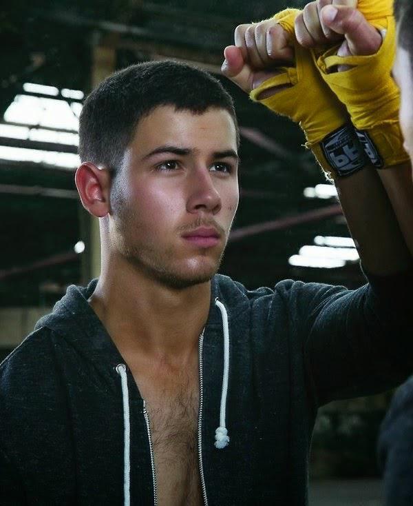 Nick-Jonas-shirtless-4