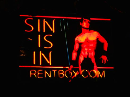 DSC07190-Rentboy-Hustlaball-sign