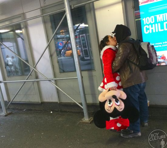 Minnie-Mouse-french-kiss-NYC