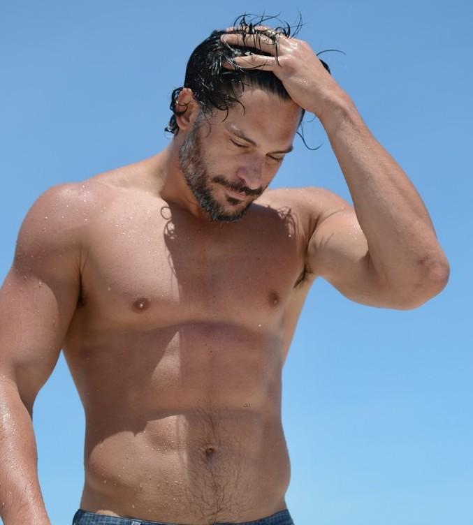 Joemanganiello-shirtless-miami-09
