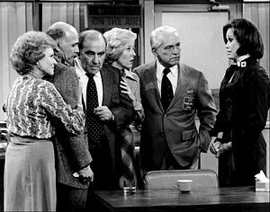 300px-Mary_Tyler_Moore_Show_cast_last_show_1977