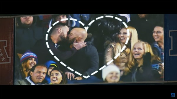 Fans-of-Love-kiss-cam