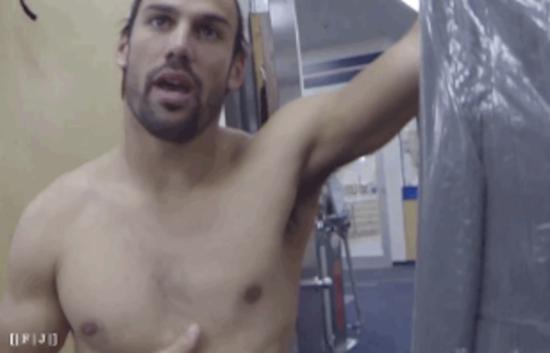 Eric-Decker-shirtless-gifs