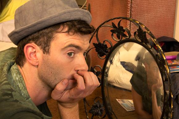 Frank-hat-mirror1