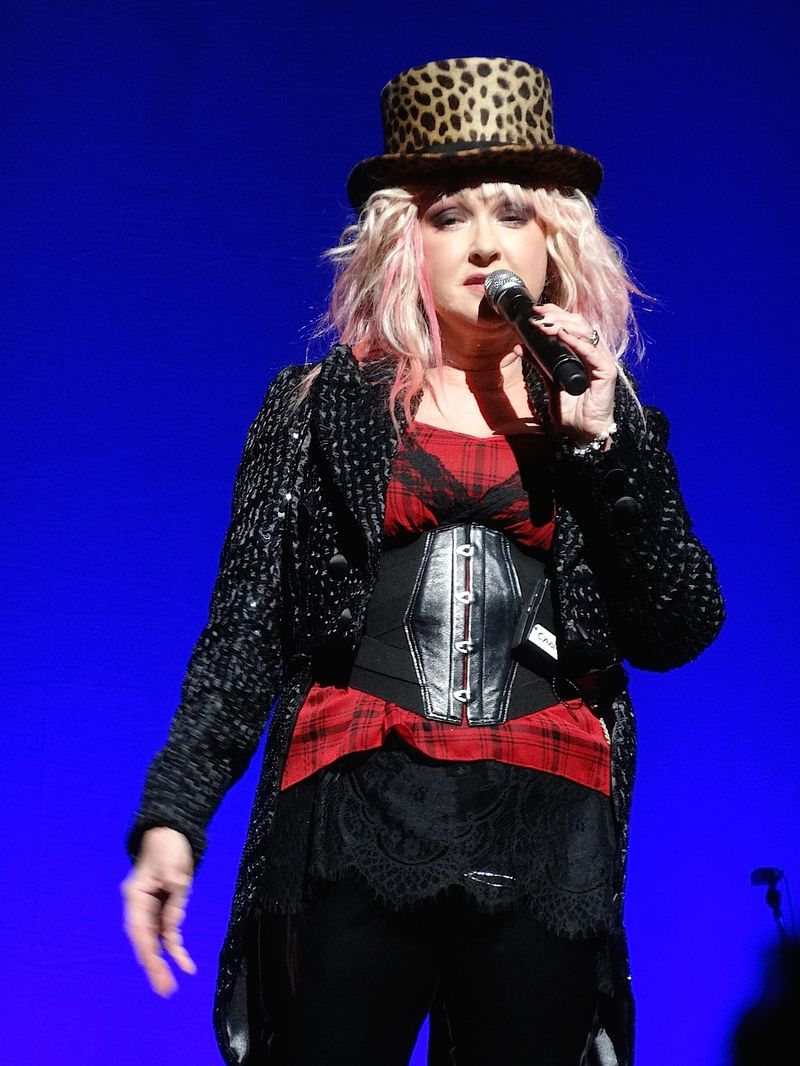 Cyndi-Lauper-top-hat