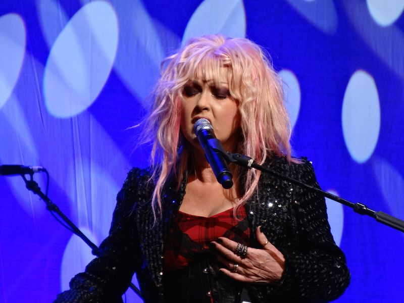 Cyndi-Lauper-singing-clutching-chest