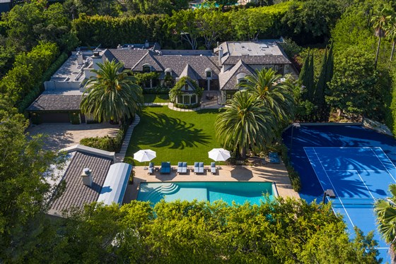Madonna-former-beverly-hills-house-01_dc2203b7e3c0c43c225fe00b6e63df63.fit-560w
