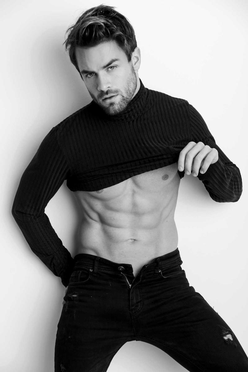 Rafael-licks-by-marcio-farias-for-brazilian-male-model-16