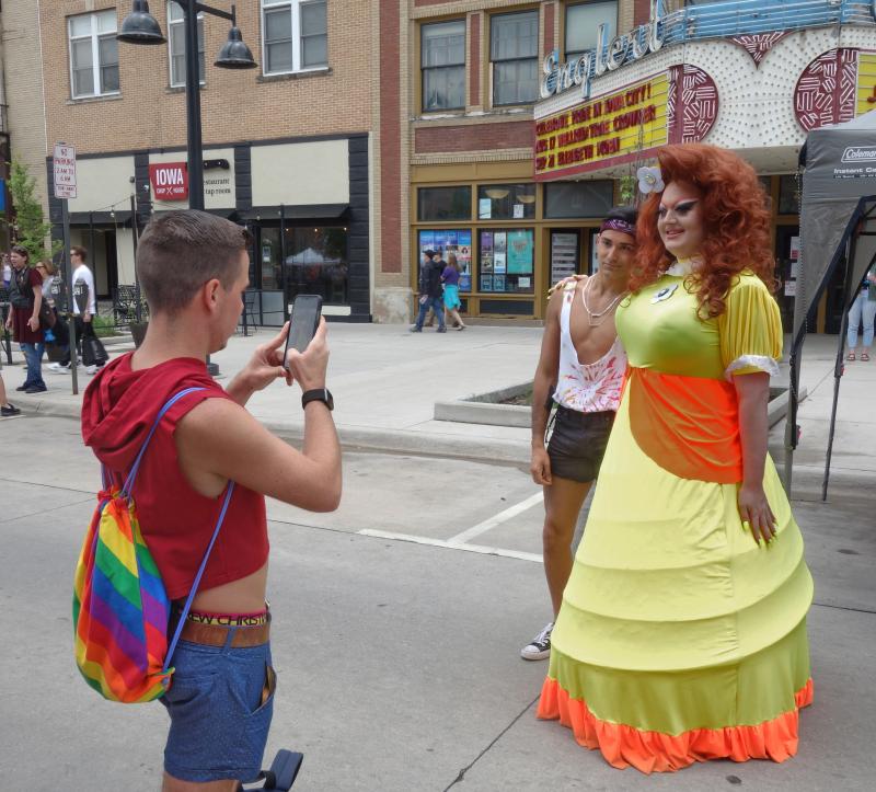 Iowa-city-pride-2019_48069806427_o